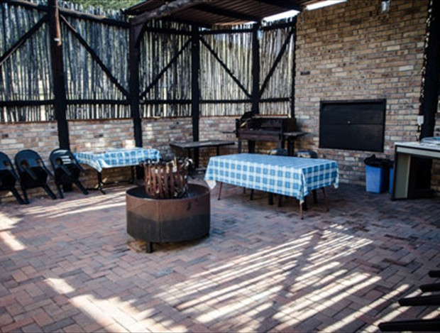 Eagle's Nest braai area and lapa
